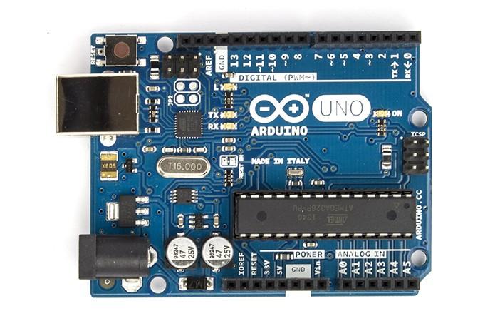 Arduino UNO: Microcontrolador suporta tensão de entrada de até 12 V (Foto: Divulgação)