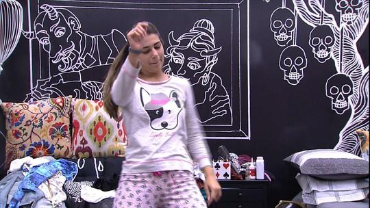 Vivian dança coreografia do sucesso 'Deu Onda'