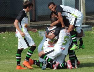 Equipe do PPFC comemora gol (Foto: João Paulo Tilio / GloboEsporte.com)
