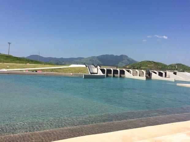 A piscina de canoagem conta com boias que poderão ser usadas pelo público que visitar o local (Foto: Cristiane Cardoso/ G1)