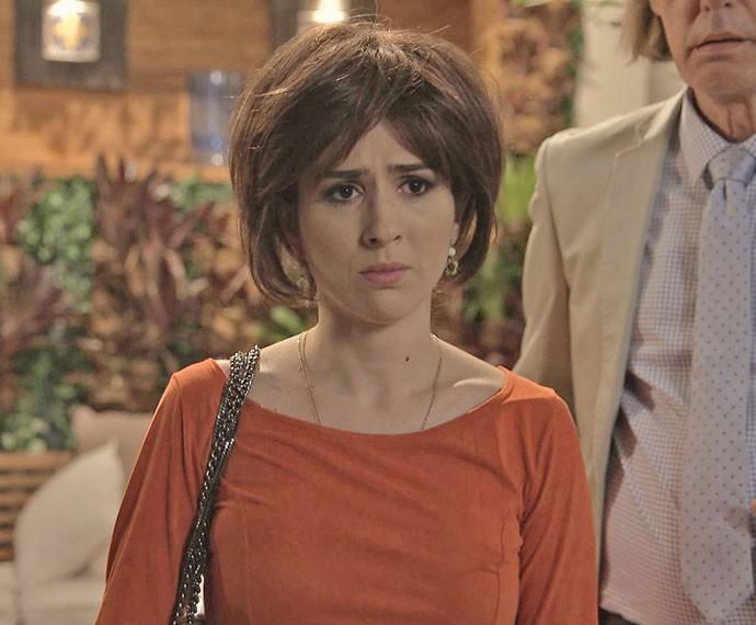 A jovem fica sem graça quando se vê frente a frente com seu 'vovô' (Foto: TV Globo)