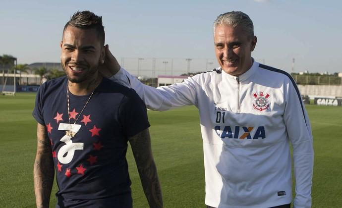 Dentinho e Tite Corinthians (Foto: Daniel Augusto Jr/Agência Corinthians)