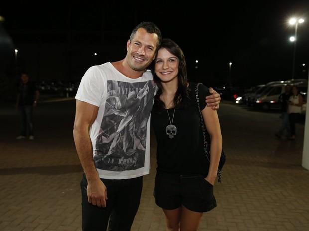 Malvino Salvador com a namorada, Kyra Gracie, em show no Rio (Foto: Felipe Panfili/ Ag. News)