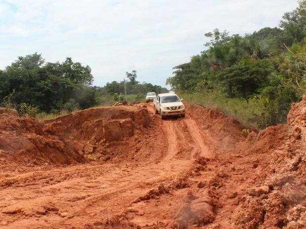 Trecho entre Humaitá e Careiro Castanho mantém atenção dos motoristas (Foto: Taísa Arruda/G1)