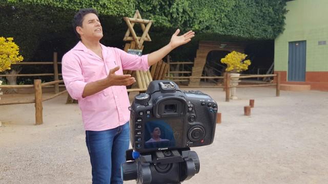 Produção da Tv Grande Rio gravou o projeto com o cantor e compositor Del Feliz (Foto: Arquivo/Tv Grande Rio)