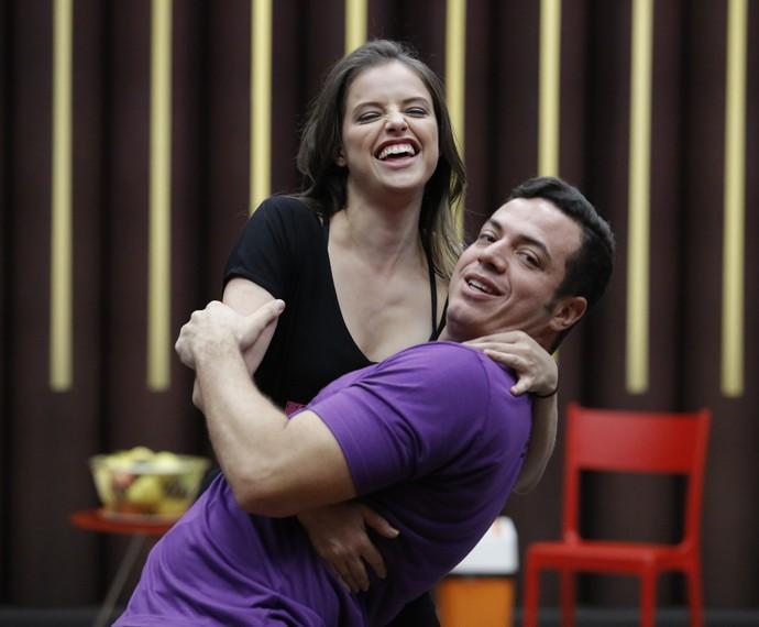 Agatha Moreira e Leandro Azevedo esbanjam alegria! (Foto: Fábio Rocha/Gshow)