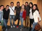 Anitta e mais famosos vão a teatro no Rio
