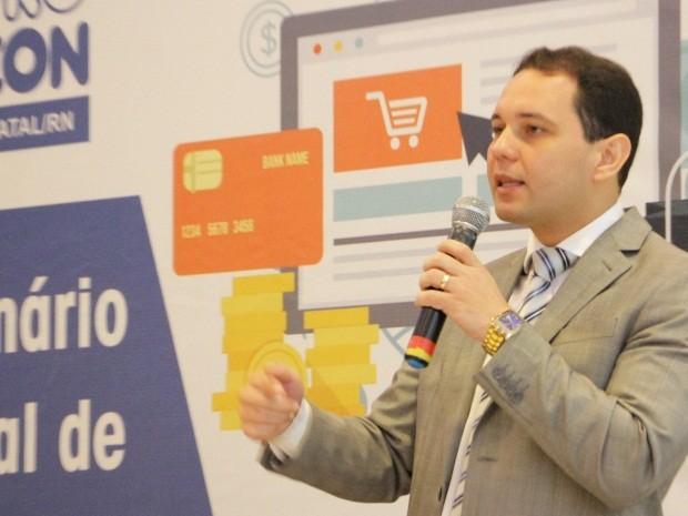 """Diretor-geral Kleber Fernandes: """"As empresas que tratarem melhor seus clientes sobreviverão neste mercado cada vez mais competitivo"""" (Foto: Alex Régis/Prefeitura de Natal)"""