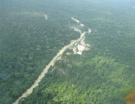 Garimpo ilegal nas margens do rio Jari, na Amazônia (Foto: Imazon)