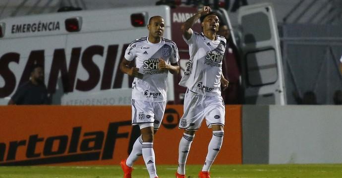 Ponte Preta x Grêmio gol Roger Fabio Ferreira (Foto: Futura Press)
