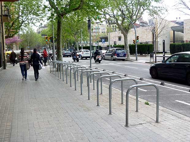 Sistema de aluguel de bicicletas em Barcelona, na Espanha (Foto: Maria Amélia D'Azevedo)