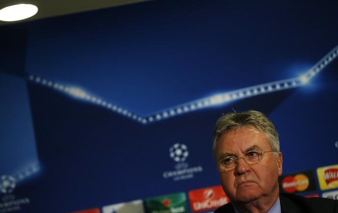 Guus Hiddink treinador Chelsea entrevista coletiva (Foto: AP Photo/Alastair Grant)