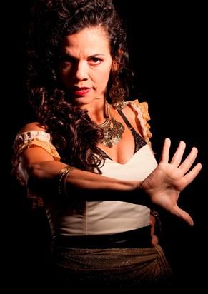 Ana Paula Bouzas como Carmen  (Foto: Débora 70)