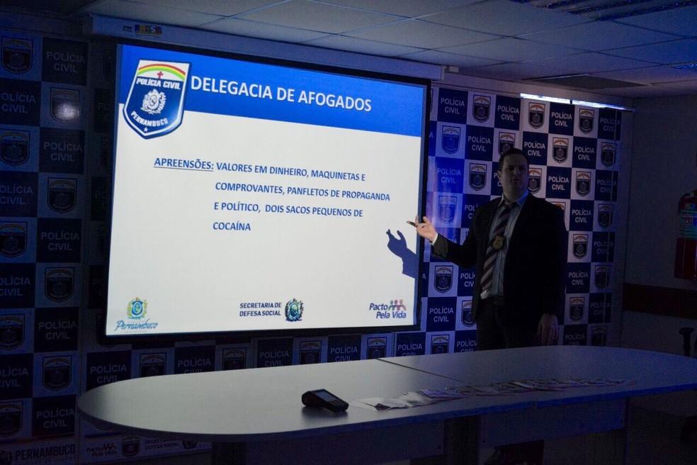 À frente das investigações do caso, delegado Igor Leite apresentou os detalhes da operação na tarde desta quarta (26) (Foto: Polícia Civil/Divulgação)