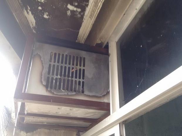 Fogo começou pelo aparelho de ar condicionado (Foto: Base Comunitária de Bombeiros/Cedida)