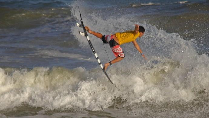 Ítalo Ferreira - surfista profissional (Foto: Fabriciano Jr/Dendê)