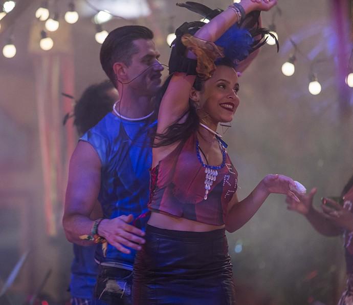 Emilly e Marcos se divertiram dançando na Festa (Foto: Artur Meninea/Gshow)