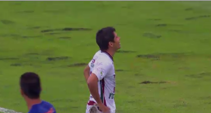 Osvaldo, do Fluminense, deixa dois no chão e é o abusado da rodada (Foto: Reprodução/SporTV)