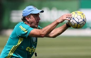 Cuca esboça time do Palmeiras para domingo em treino tático com sub-17