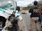 Casal morre após batida de moto com van de turismo na BR-406, no RN