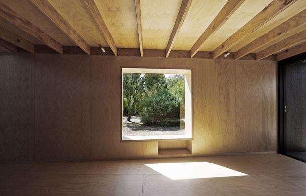 Casa ao redor do eucalipto (Foto: Peter Bennetts /Divulgação)