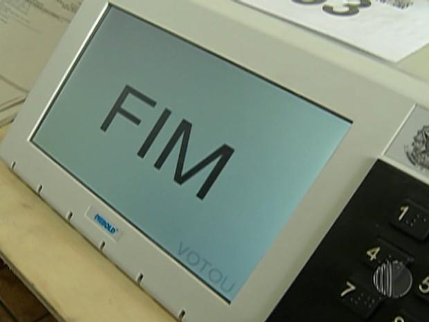 Urnas eletrônicas são lacradas em Mogi das Cruzes (Foto: Reprodução/TV Diário)