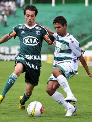 Cicinho e Fabinho disputam lance na partida entre Guarani e Palmeiras (Foto: Rodrigo Villalba / Memory Press)
