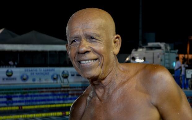 Reginaldo é o nadador mais velho do Desafio TV Sergipe (Foto: Felipe Martins/GLOBOESPORTE.COM)