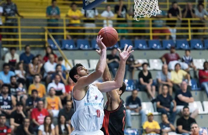 Antônio Franca basquete (Foto: Newton Nogueira)