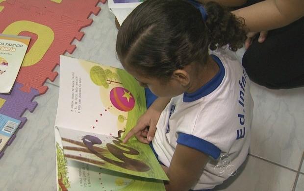 Trabalho multidisciplinar auxiliar crianças em Manaus (Foto: Amazonas TV)