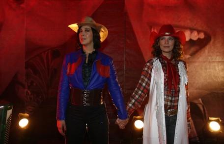 Claudia encarnou Donatella em 'A Favorita', de 2008. Ela formava a dupla sertaneja Faísca e Espoleta com Flora (Patrícia Pillar) Divulgação/TV Globo