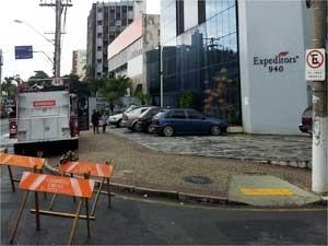 Prédio é evacuado após piso apresentar rachadura em Campinas (Foto: Reprodução EPTV)