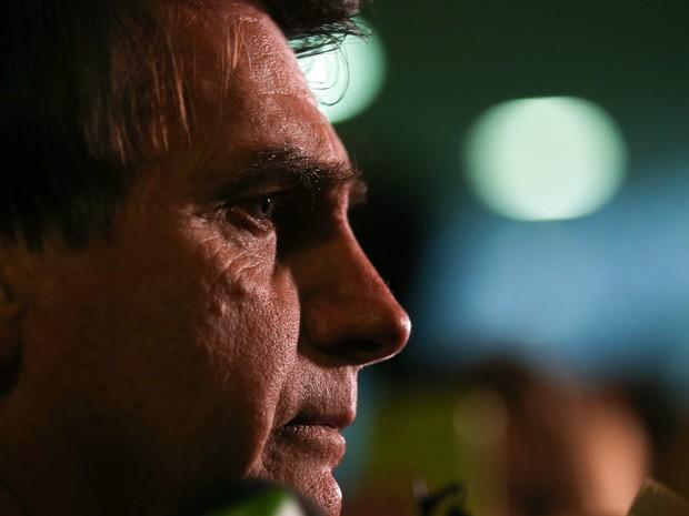 O deputado Jair Bolsonaro concede entrevista na Câmara dos Deputados, em Brasília. Ele virou réu no STF por falar que a deputada Maria do Rosário não merecia ser estuprada porque ele a considera 'muito feia' e poque ela 'não faz seu tipo' (Foto: Fabio Pozzebom/Agência Brasil)