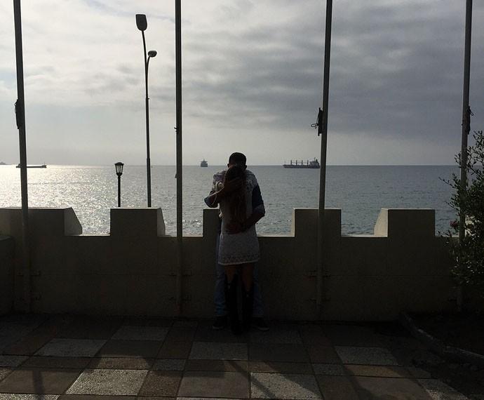 Letícia beija o noivo em Valparaíso (Foto: Arquivo Pessoal)