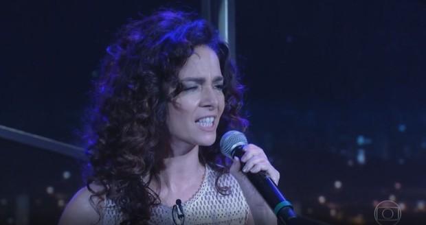 Cláudia Ohana canta Smells Like Teen Spirit no programa do Jô (Foto: GloboPlay / Reprodução )