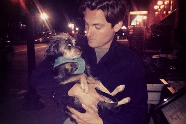 Kevin Zegers, o Alec de 'Instrumentos Mortais: Cidade dos Ossos', tem dois cachorros: Walter e Nugget (foto). (Foto: Reprodução/Instagram)