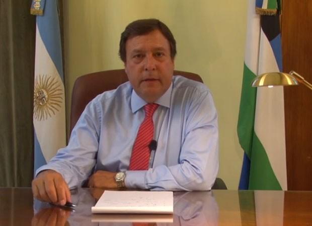 Governador argentino despede metade de seus funcionários através do YouTube (Foto: Reprodução/YouTube/Comunicación Río Negro)