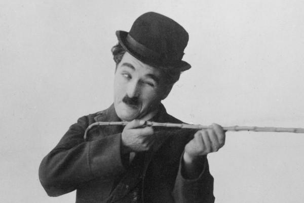 Até Charlie Chaplin morou nas ruas de Londres, depois de seu pai morrer e sua mãe ter um colapso mental (Foto: Getty Images)