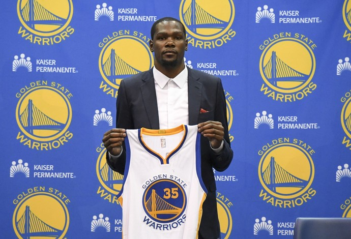 Kevin Durant apresentado pelo Golden State Warriors (Foto: Kyle Terada / USA Today / Reuters)