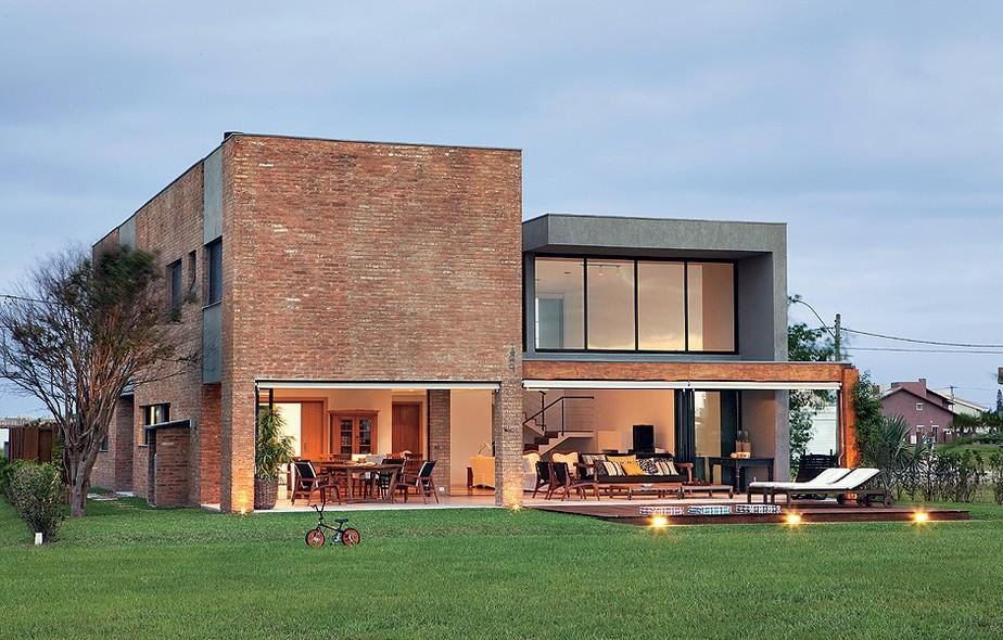 globo iluminacao jardim: trunfos do projeto do escritório Seferin Edu Castello / Casa e Jardim