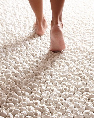 O piso foi revestido de minicaveiras (Foto: Divulgação)