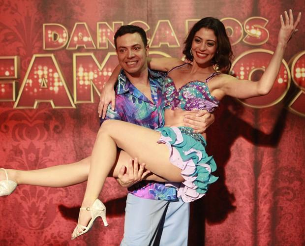 O casal campeão do 'Dança', Carol Castro e Leandro Azevedo (Foto: Domingão do Faustão / TV Globo)