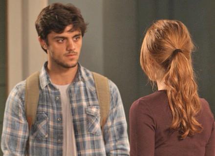 Jonatas surpreende Eliza: 'O Dino também está aqui no Rio'