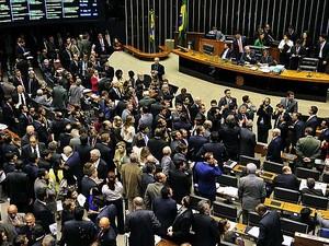 Dilma retira urgência de projetos anticorrupção para votar desoneração da folha
