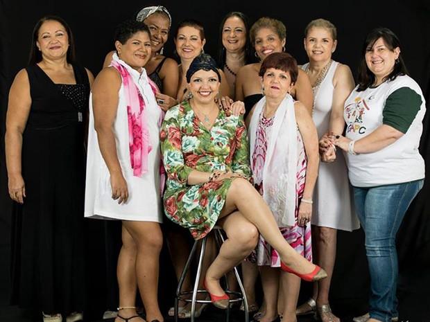 Grupo de mulheres que participaram da ação (Foto: Mariane Rossi/G1)