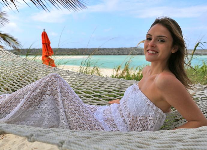 Isabelle Drummond sorri para a foto (Foto: Thiago Fontolan / Gshow)