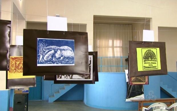 O desenho, a xilogravura, o stêncil e o artístico nu são as categorias das obras expostas (Foto: Bom Dia Amazônia)