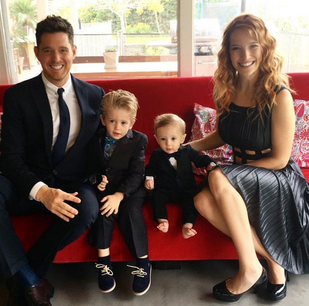 Michael Bublé com os filhos, Noah e Elias, e a mulher, Lusiana Lopilato (Foto: Reprodução / Instagram)