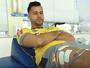 Fábio volta ao Cruzeiro, pela primeira vez, 15 dias após cirurgia. Veja o vídeo