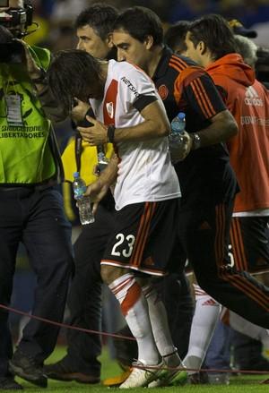 Ponzio gás de pimenta Boca Juniors x River Plate (Foto: EFE)